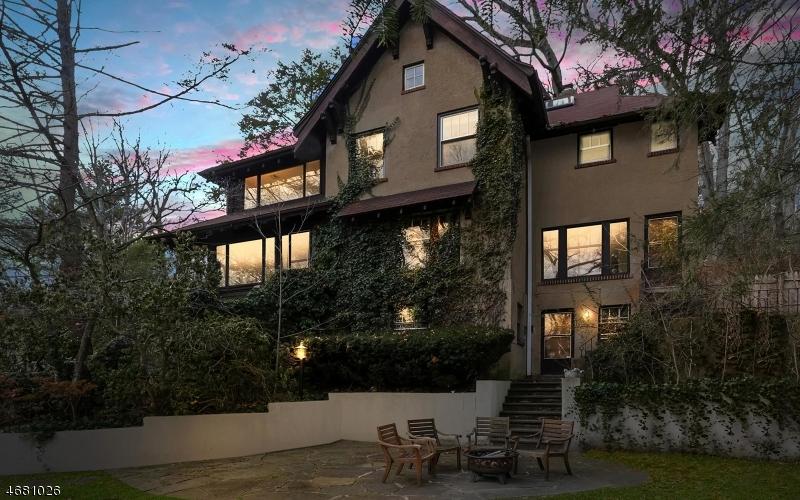 Частный односемейный дом для того Продажа на 124 Sagamore Road Millburn, 07041 Соединенные Штаты