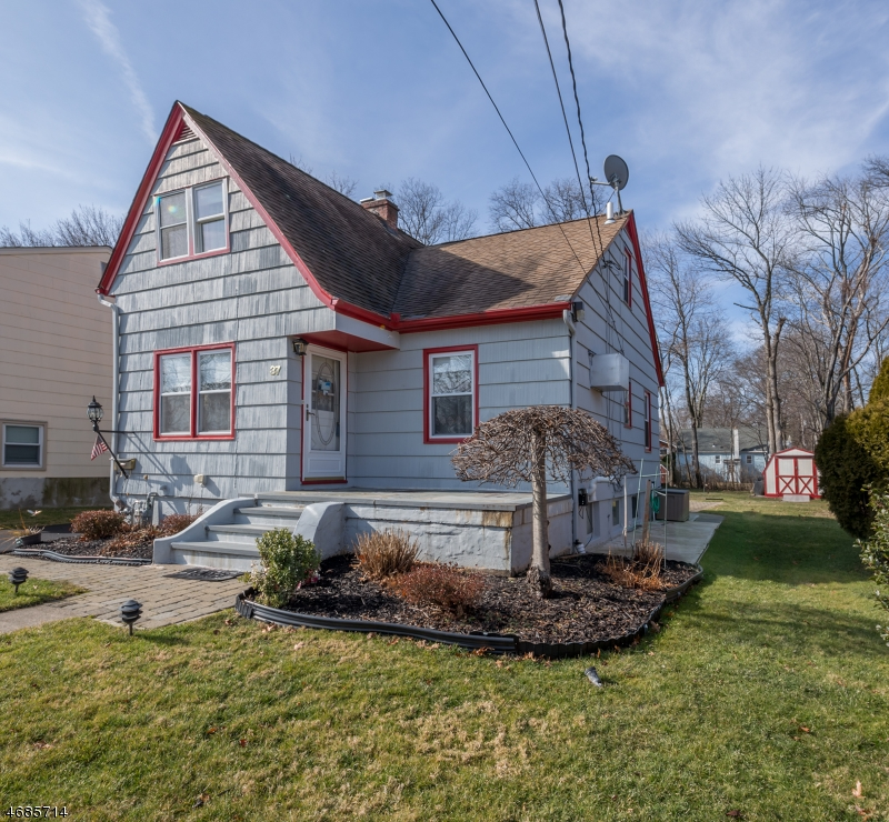 Single Family Home for Sale at 37 Madison Avenue Lake Hiawatha, New Jersey 07034 United States