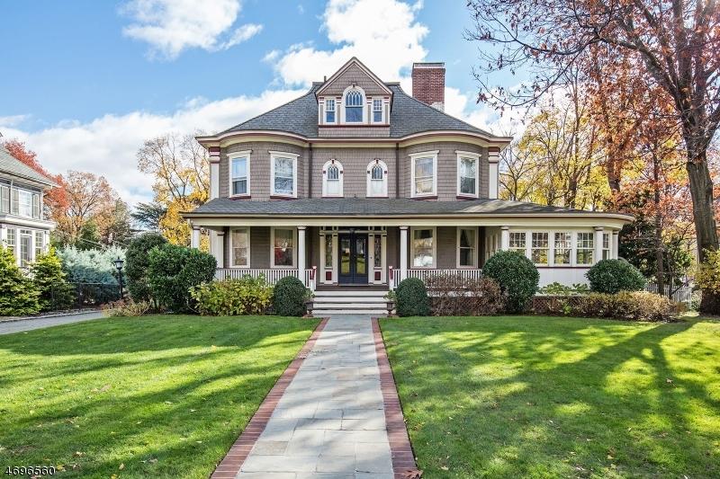 Maison unifamiliale pour l Vente à 143 Ridgewood Avenue Glen Ridge, New Jersey 07028 États-Unis