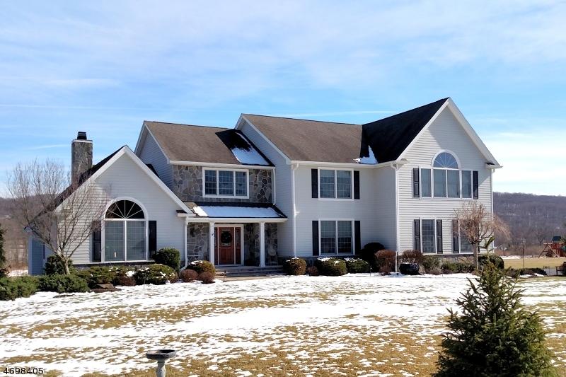 独户住宅 为 销售 在 4 Elaine Court 华盛顿, 07853 美国