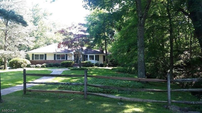 Частный односемейный дом для того Продажа на 83 Pine Way New Providence, Нью-Джерси 07974 Соединенные Штаты