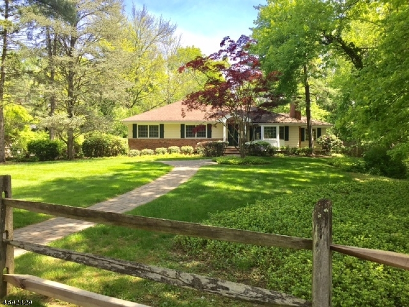 Casa Unifamiliar por un Venta en 83 Pine Way New Providence, Nueva Jersey 07974 Estados Unidos