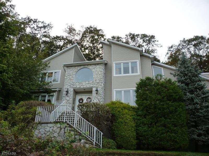 Частный односемейный дом для того Аренда на 16 Legion Court Rockaway, Нью-Джерси 07866 Соединенные Штаты