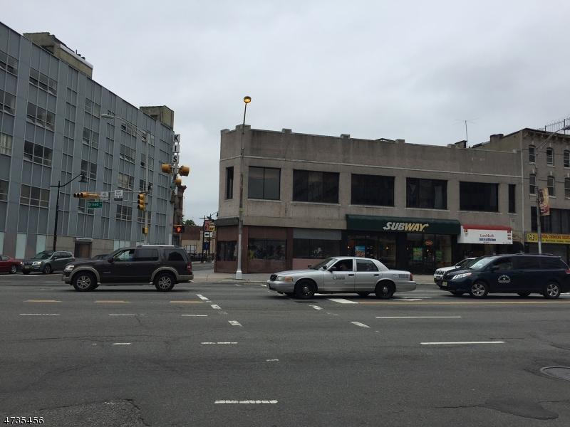 Commercial pour l à louer à 569 Broad Street Newark, New Jersey 07102 États-Unis