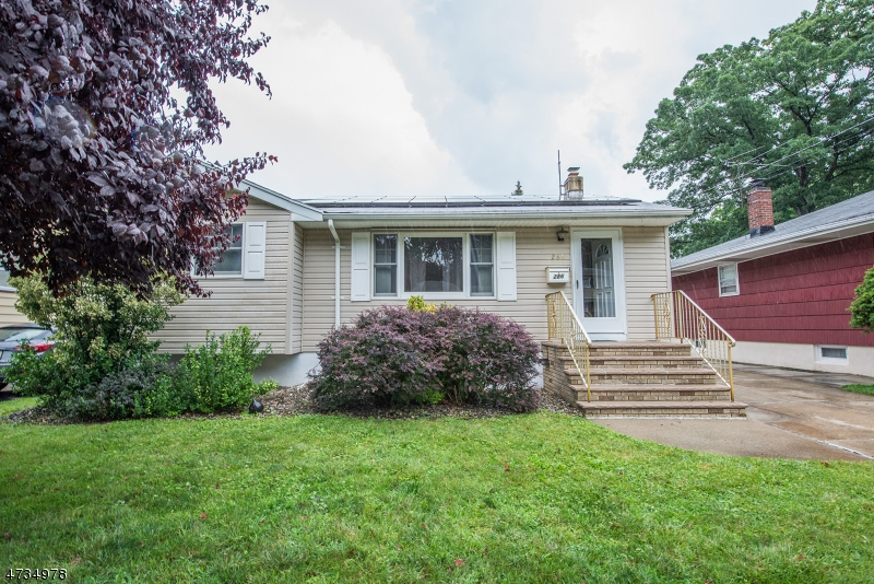 Maison unifamiliale pour l Vente à 286 Congress Street Saddle Brook, New Jersey 07663 États-Unis