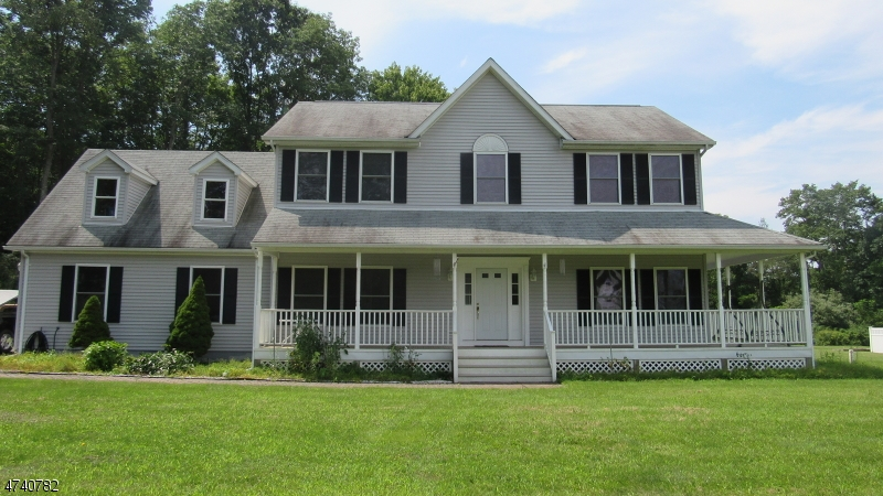 Single Family Home for Sale at 4 Butternut Lane 4 Butternut Lane Branchville, New Jersey 07826 United States