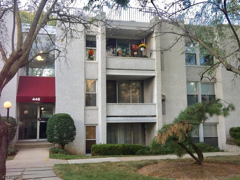 Частный односемейный дом для того Аренда на 448F River Road Nutley, Нью-Джерси 07110 Соединенные Штаты
