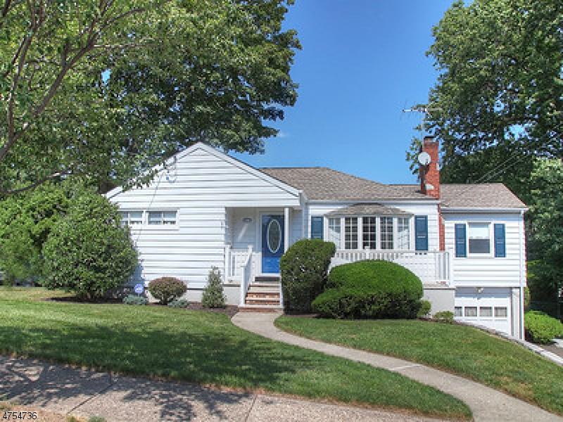 واحد منزل الأسرة للـ Sale في 140 Notch Road 140 Notch Road Clifton, New Jersey 07013 United States