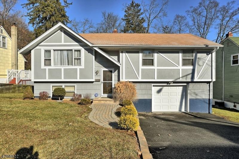 Einfamilienhaus für Verkauf beim 4 Green Tree Lane Dover Township, New Jersey 07801 Vereinigte Staaten