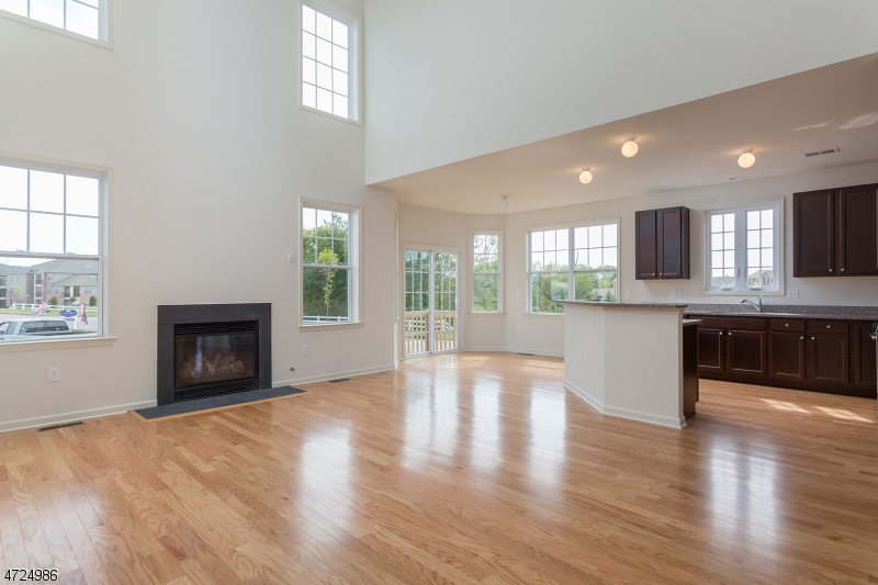 Additional photo for property listing at 2 Leidl Circle  Hillsborough, New Jersey 08844 États-Unis