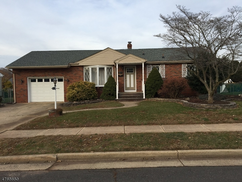 Casa Unifamiliar por un Venta en 566 Sidorske Avenue Manville, Nueva Jersey 08835 Estados Unidos