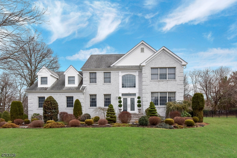 Single Family Home for Sale at 10 Robinson Court North Haledon, New Jersey 07508 United States