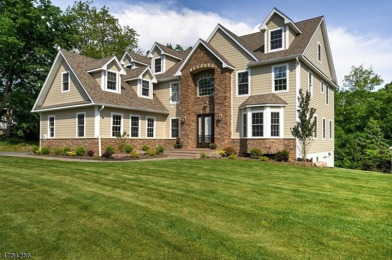 Single Family Home for Sale at 68 Saw Mill Road North Haledon, New Jersey 07508 United States