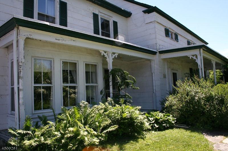 Casa para uma família para Venda às 74 Wantage School Road Wantage, Nova Jersey 07461 Estados Unidos