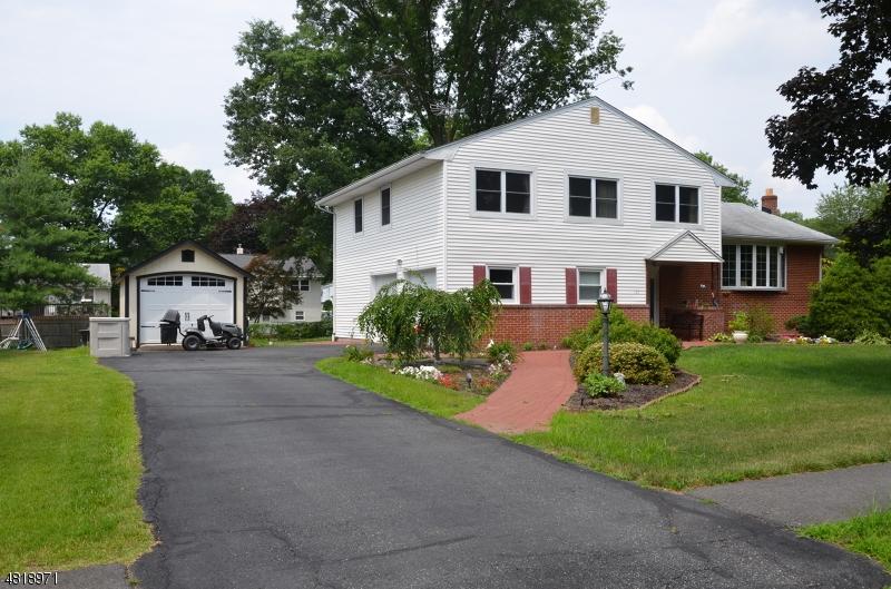 Casa Unifamiliar por un Alquiler en 127 NORTHFIELD Road Parsippany, Nueva Jersey 07054 Estados Unidos