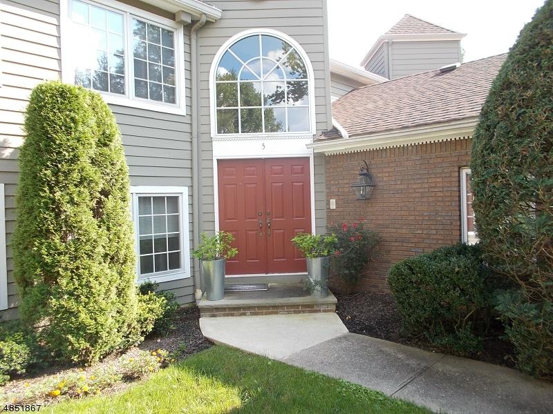 Property 为 销售 在 5 BEEKMAN HILL Road Caldwell, 新泽西州 07006 美国