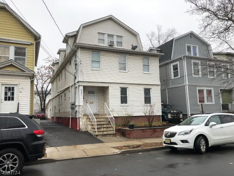 Multi-Family Homes por un Venta en 251 N CENTER Street Orange, Nueva Jersey 07050 Estados Unidos