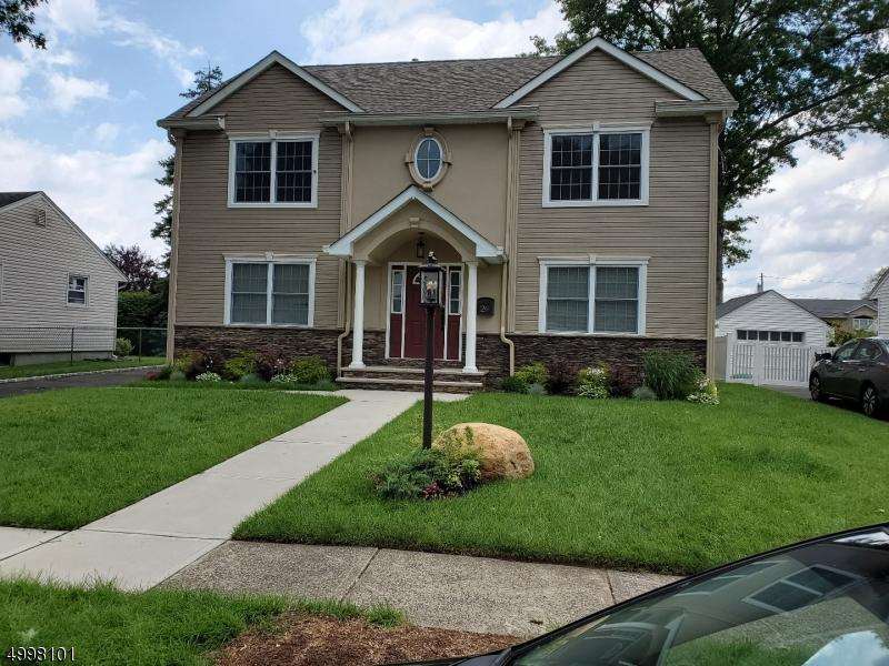 Single Family Homes para Venda às Clifton, Nova Jersey 07013 Estados Unidos