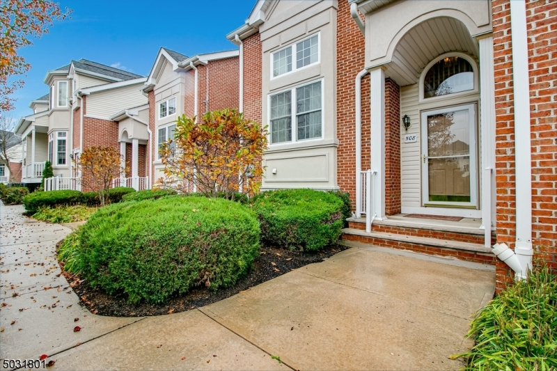 Condo / Townhouse for Sale at Garwood, New Jersey 07027 United States