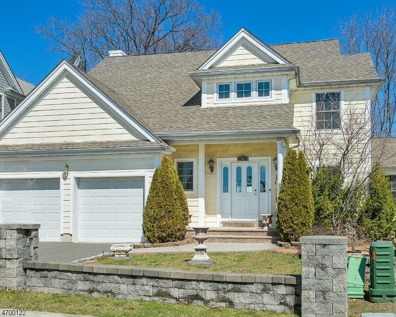 3 Holly Ct, Bloomfield Twp., NJ 07003
