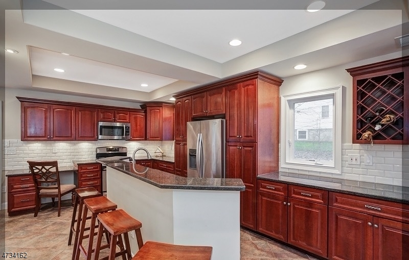 38 Hillcrest Rd, Warren Twp., NJ 07059