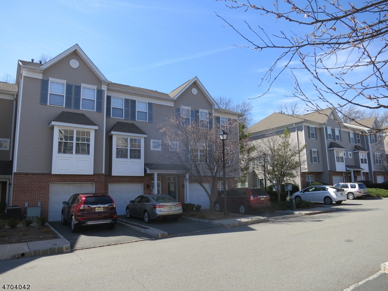 8 Greenbrook Dr, Bloomfield Twp., NJ 07003