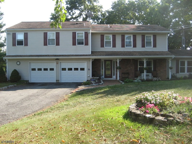 10 Hook Dr, Holland Twp., NJ 08848