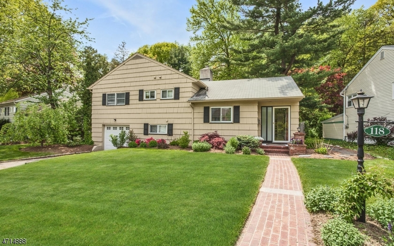 118 Squire Hill Rd, Montclair Twp., NJ 07043