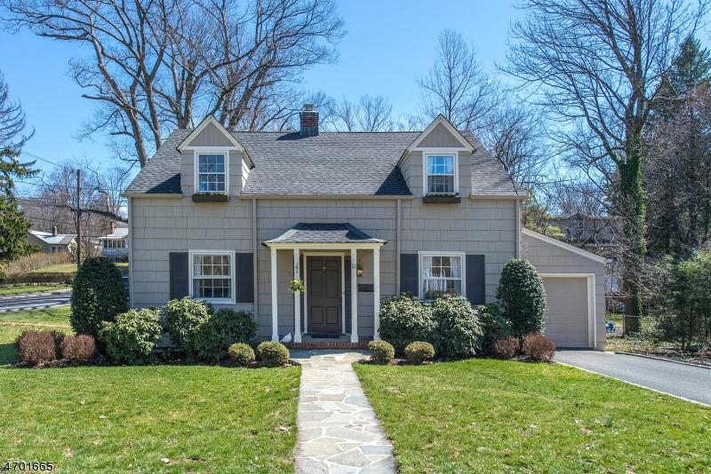 11 Manor Rd, Verona Twp., NJ 07044