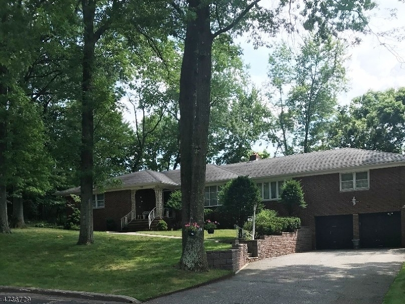 24 Clover Ct, Cedar Grove Twp., NJ 07009