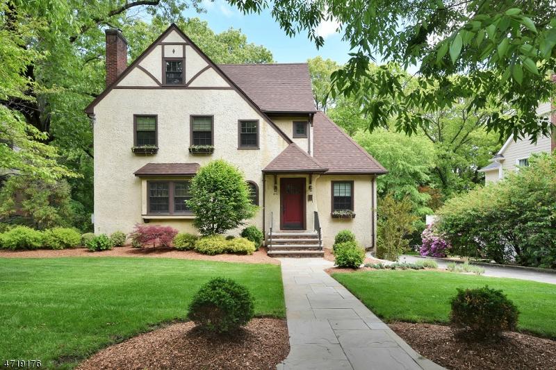 851 Hillcrest Rd, Ridgewood Village, NJ 07450