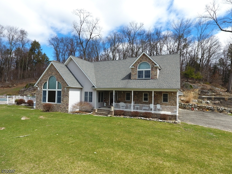 10 Fairway Dr, Franklin Boro, NJ 07416
