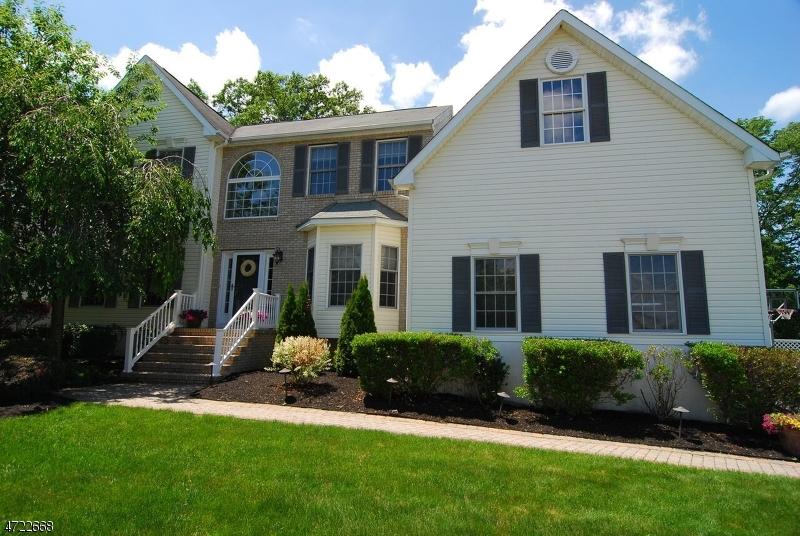48 Fox Chase Ln, Roxbury Twp., NJ 07852