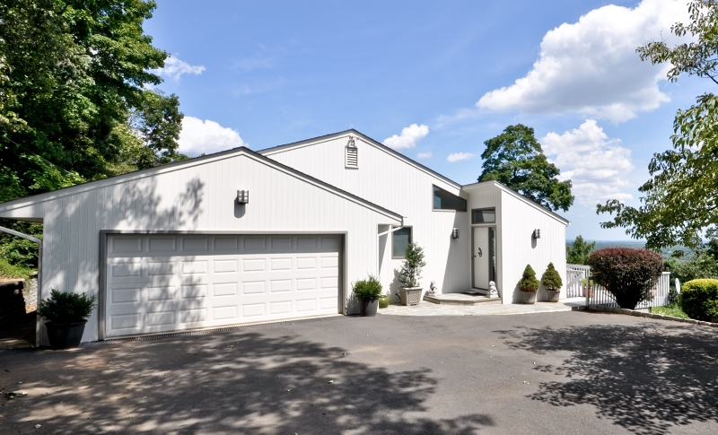 670 Johnston Dr, Watchung Boro, NJ 07069