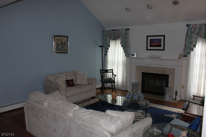 18  Fairbanks Ln Bernards Twp, NJ 07920-1539