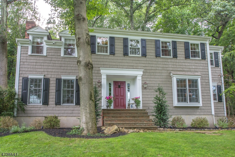 14  Carroll Dr Mendham Twp, NJ 07945-2402