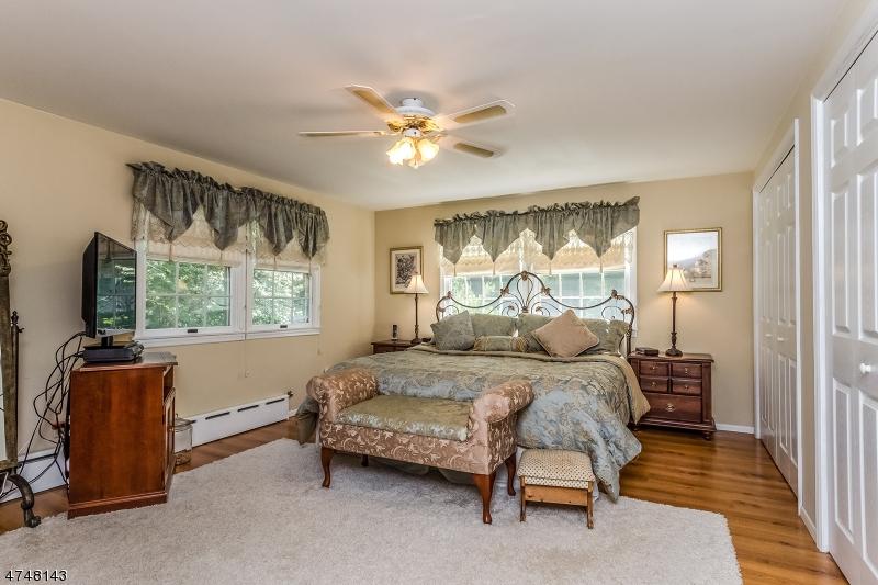 124  W Oak St Bernards Twp, NJ 07920-1737