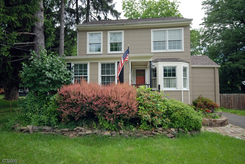 42  Fairfield Ave Warren Twp, NJ 07059-5756