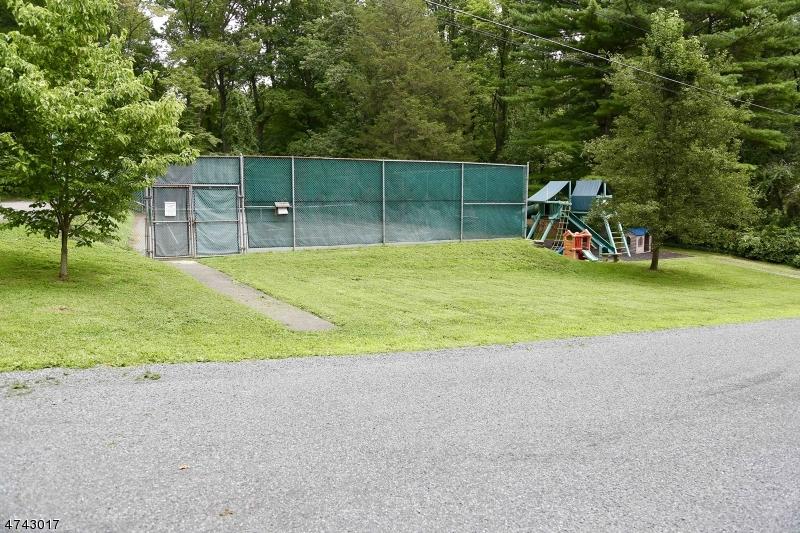 44  Lake Trl E Harding Twp, NJ 07960-6748