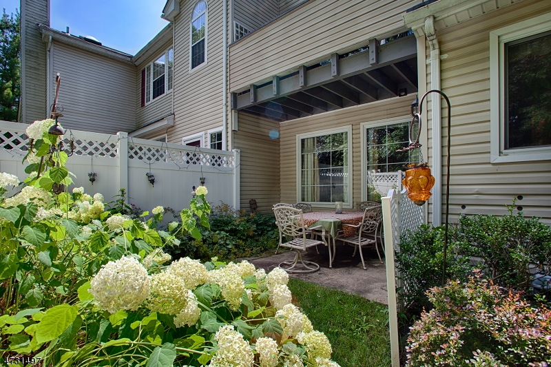 68  Witherspoon Ct Morris Twp, NJ 07960-2735