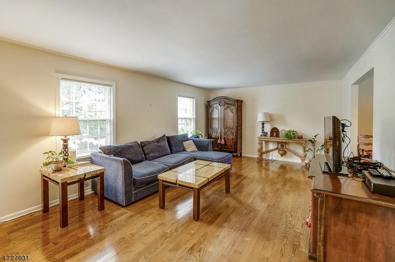 5  Woodcroft Pl Millburn Twp, NJ 07078-2428