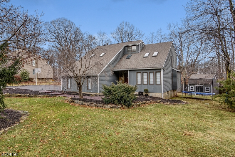 31  Highmount Ave Warren Twp, NJ 07059-5435