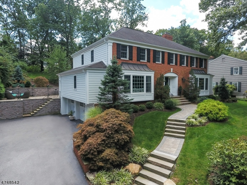 114  Sunset Dr Chatham Twp, NJ 07928-1244