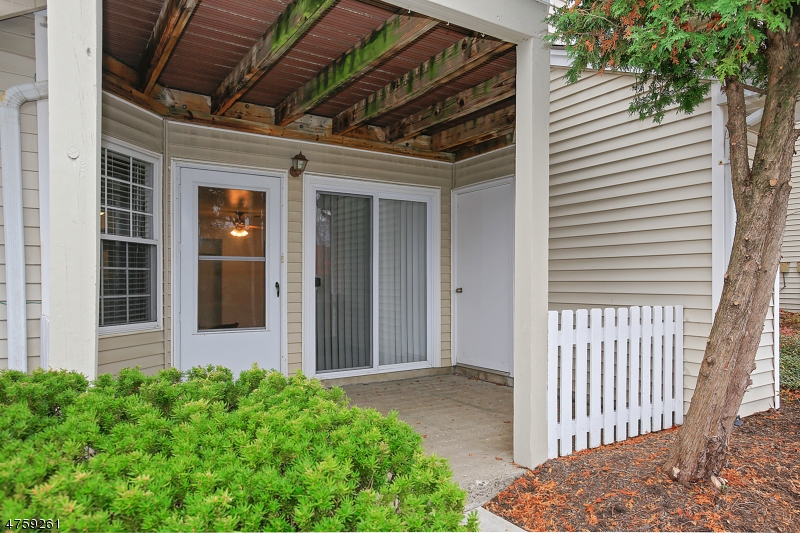 69  Mayfield Rd Bedminster Twp, NJ 07921-1414