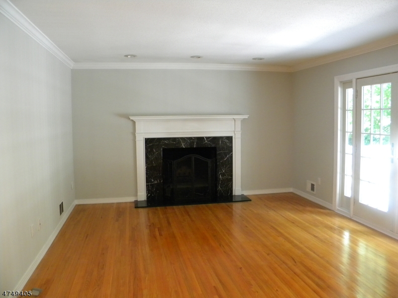 88  White Oak Ridge Rd Millburn Twp, NJ 07078-1818