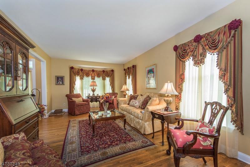 7  Stirling Rd Bernardsville Boro, NJ 07924-2812