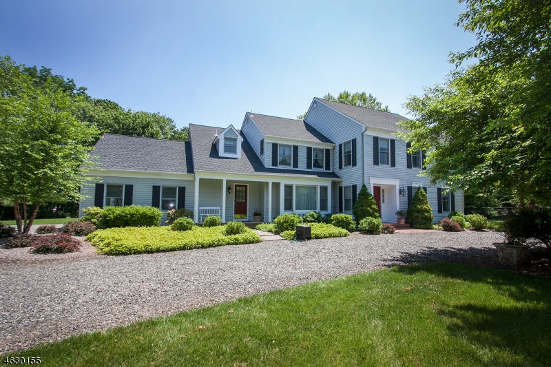 15  Demarest Dr Mendham Boro, NJ 07945-1524