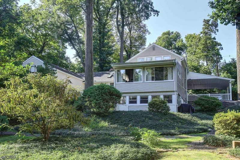 126  Reinman Rd Warren Twp, NJ 07059-5740