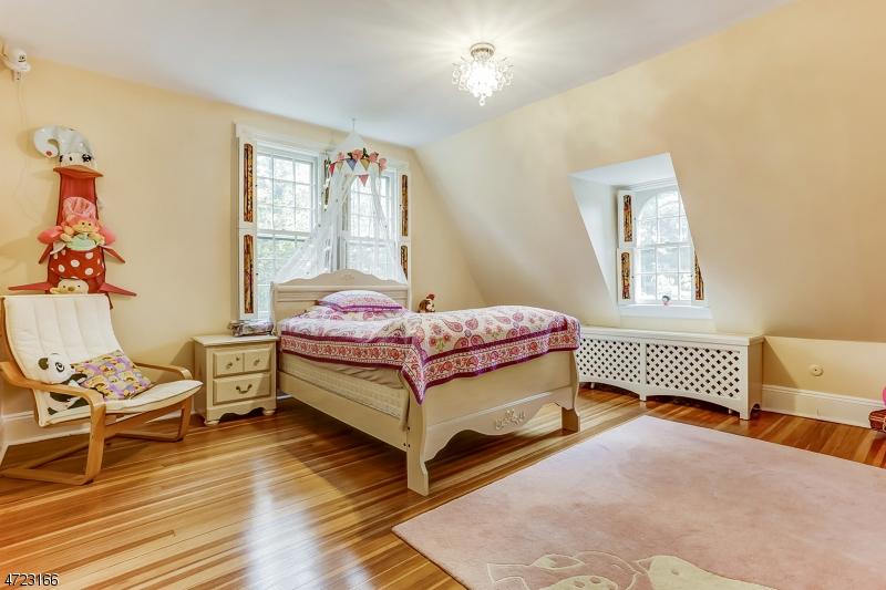 2  Tall Pine Ln Millburn Twp, NJ 07078-1343