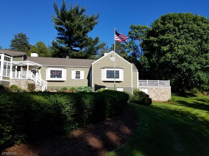 12  Highland Ave Peapack Gladstone Boro, NJ 07977-2405
